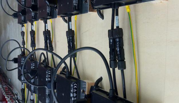 Un Envoy-S Metered permettant de communiquer avec les 10 micro-onduleurs M250 Enphase installés