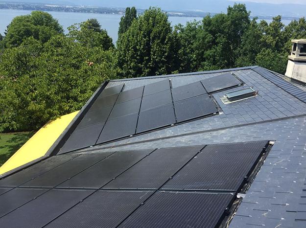 Installation de panneau solaire sur le toit de la maison